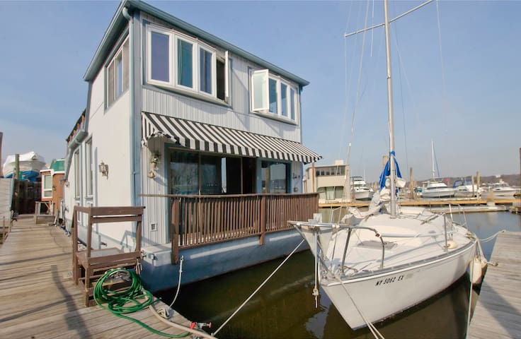 Entire Houseboat in Port Washington - Port Washington - Vene