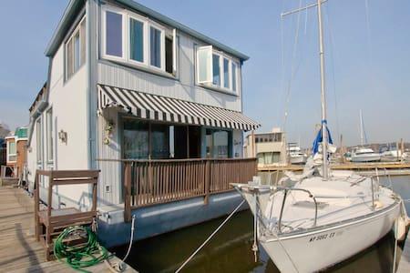 Entire Houseboat in Port Washington - Port Washington - Łódź