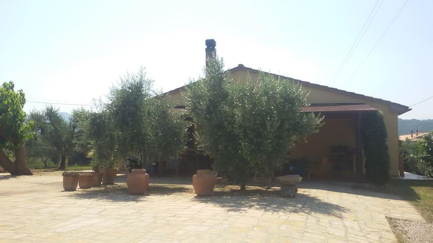Casa Alexandra a 2 km dal mare - Donoratico - Huvila