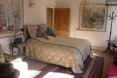 Kilim Room Quiet Town Centre House - Harrogate,