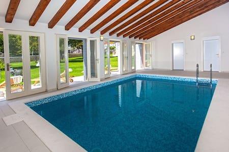 Luxury Heritage Villa in Dalmatia - Sinj - Vila
