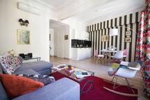 Magnifique séjour et cuisine ouverte, style contemporain et prestations de qualité.