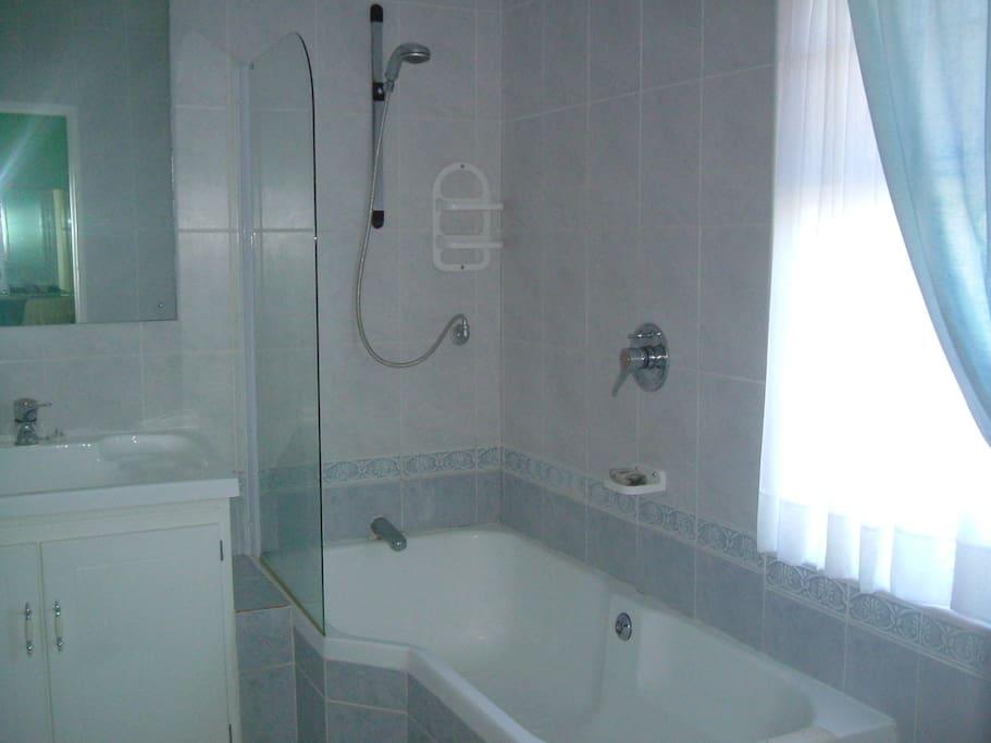Sunbird Suite Bathroom