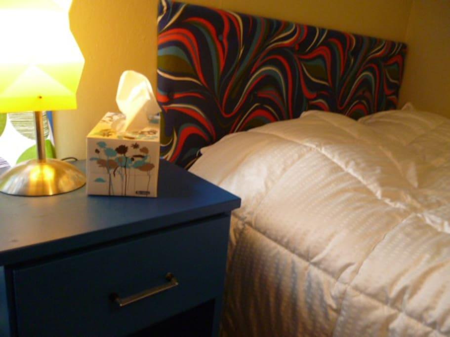 Un bon lit double avec matelas neuf orthopédique !