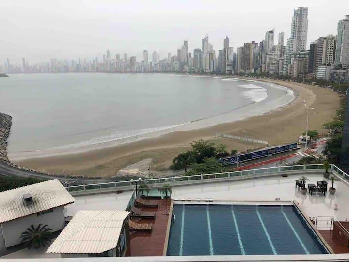 Baln. Camboriú-SC /Beira mar com estacionamento.