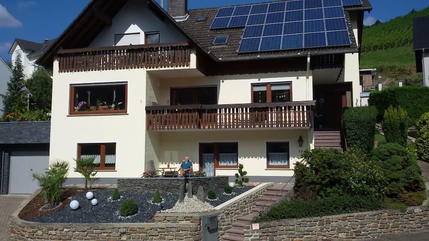 Moderne Ferienwohnung im ruhigen Diebachtal