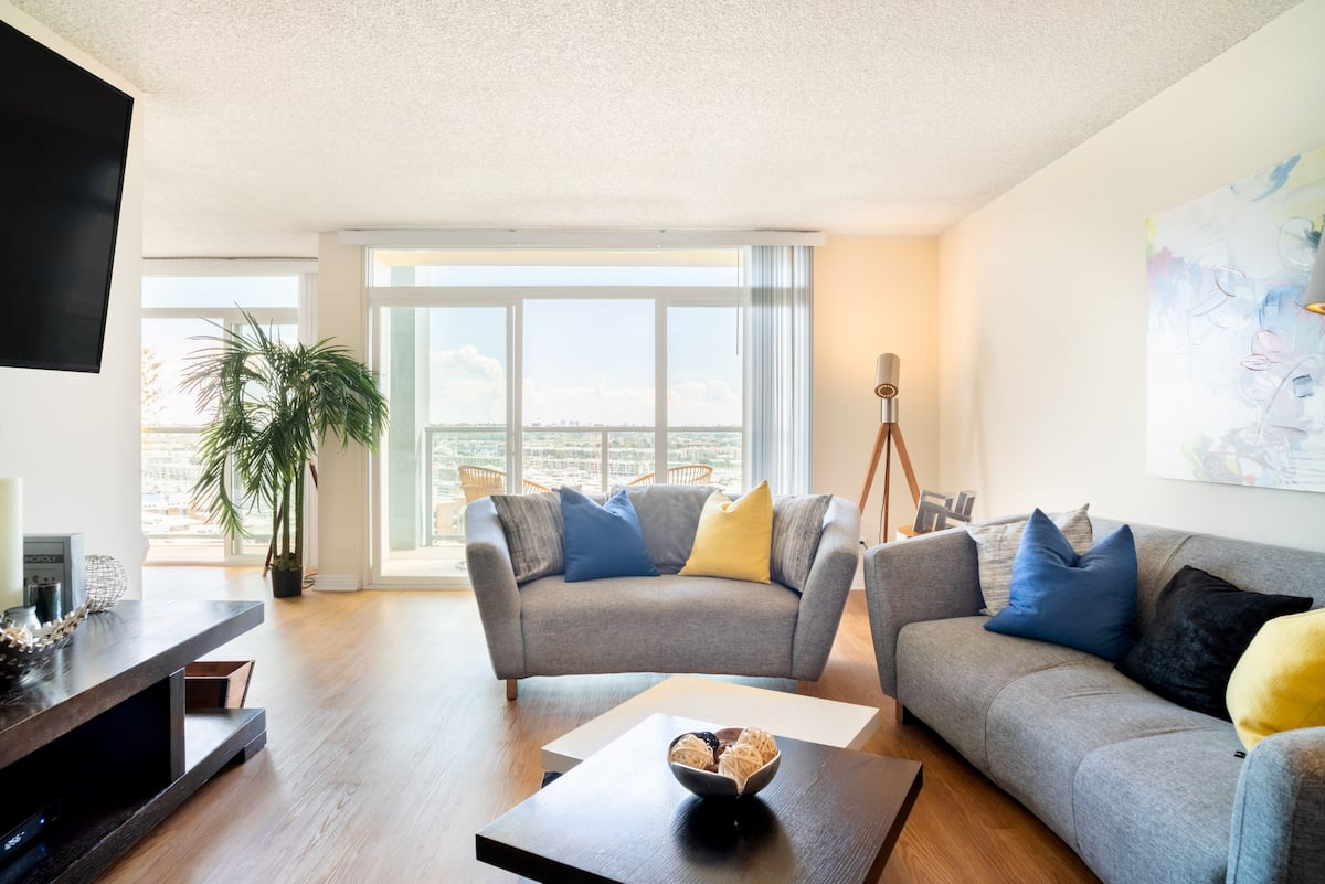 Fully Sanitized Oceanfront Penthouse Marina and Ocean Views