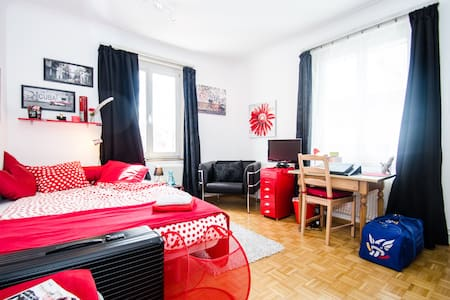 Red Cuba 3 Bed Room, South-West - Dornach - Bed & Breakfast