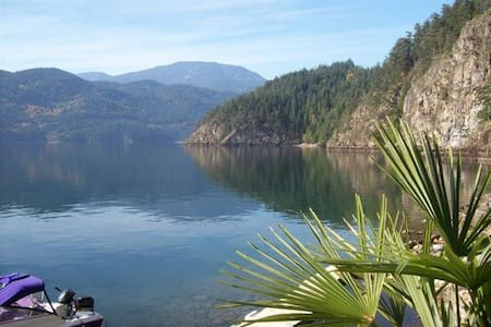 Elfinlau Paradise waterfront Cabins - Harrison Hot Springs - Ostrov