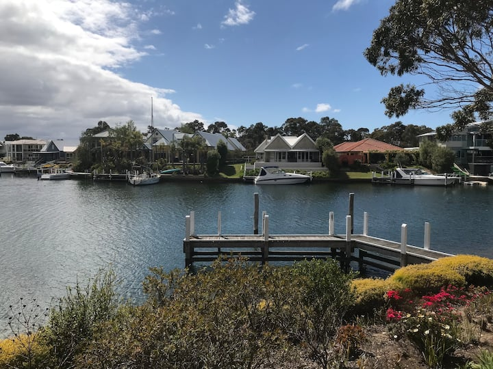 Luxury Waterfront Escape with View / Private Jetty
