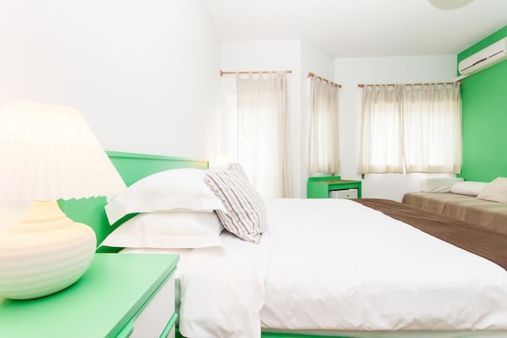 Casa Azul Sagres - Private Surf Room - Sagres - Bed & Breakfast