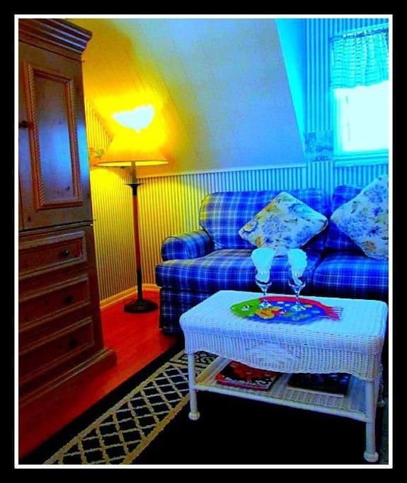 Queen sleeper sofa - sitting area Margaret's Hideaway