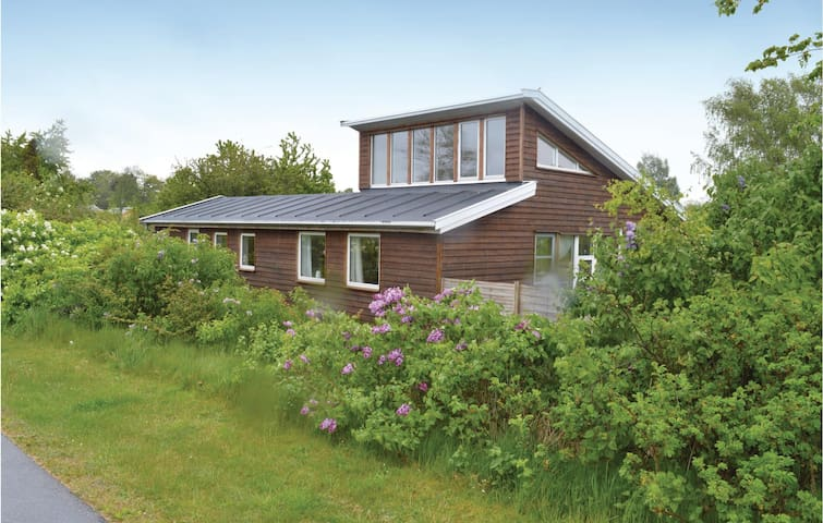 Holiday cottage with 2 bedrooms on 95m² in Ølsted