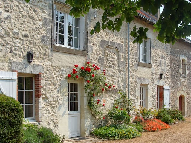 Spacious 16th Century Cottage in the Loire Valley
