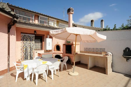 Elegant Villa 2 km. from the beach