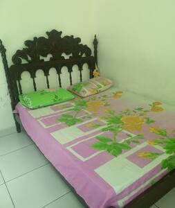 Casa familiar com 3 quartos livres