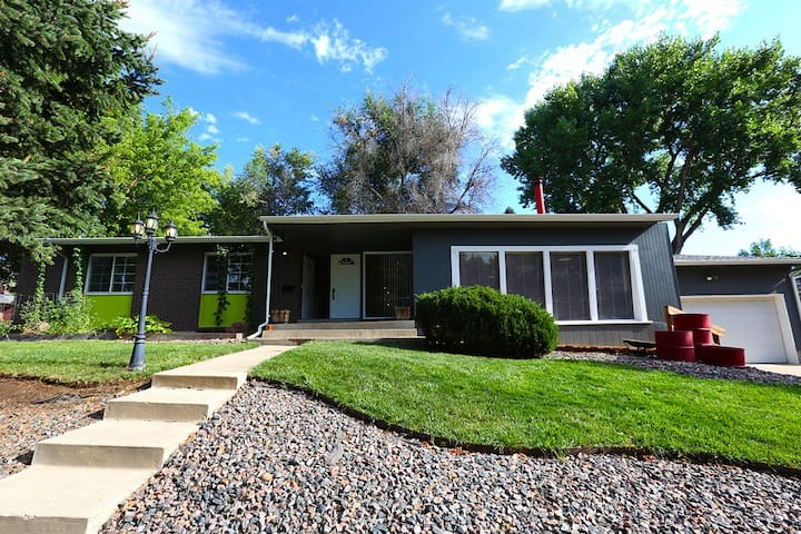 Mid-century 3br whole family house - mtns/city - Arvada - Hus