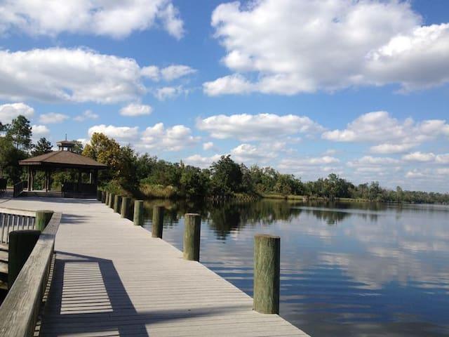 River view retreat in Downtown Milton