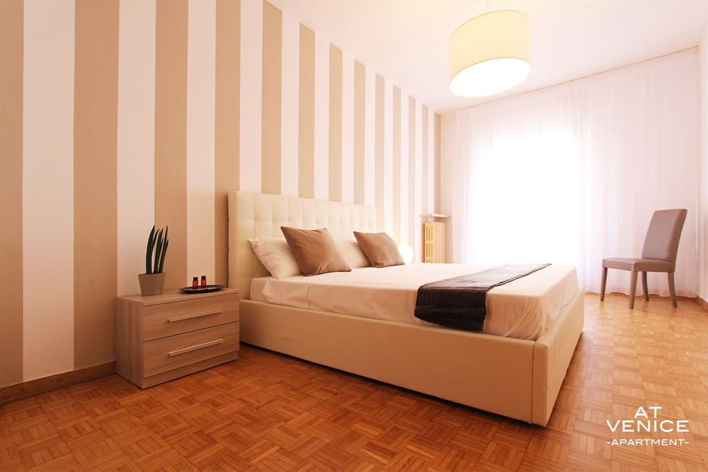 New design room 10 min from venice 2 apartments for for Design apartment venice