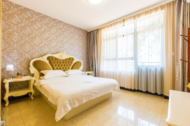 三亚 大东海旅游区 海花路2号 百香果特色主题客栈 欧式大床房