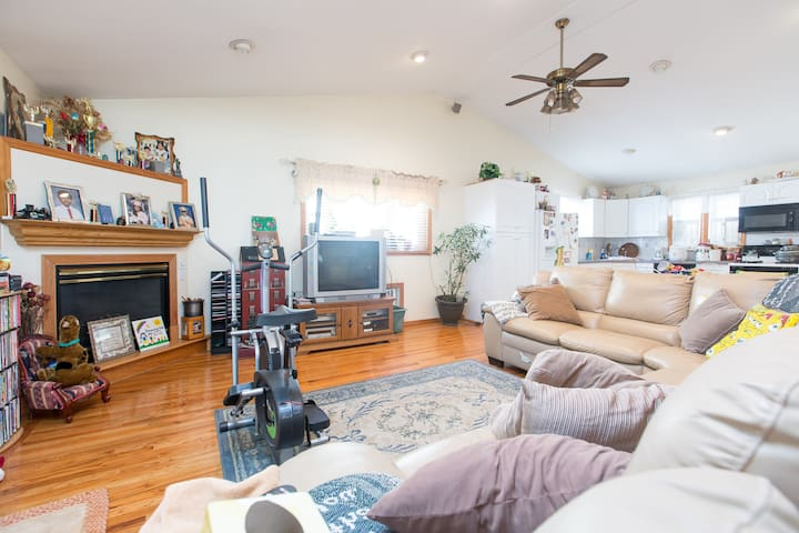 Private Room in Bellerose, Queens - Bellerose - Hus