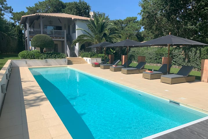 Sumptuous villa with swimming pool and private access on the Dune of Pilat