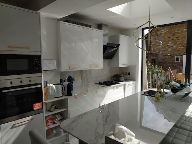 Lovely One Bedroom in Three-Bed Hourse in Richmond