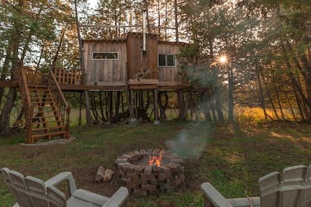 Isolation Tree House Cabin on 100 acres