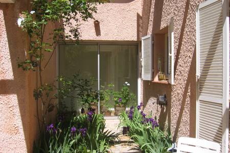 Quiet B&B near to Aix-en-Provence - Peynier