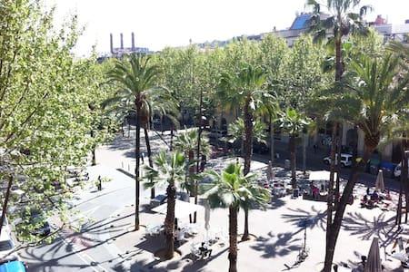 Habitacion en centro con balcon! - Barcelona