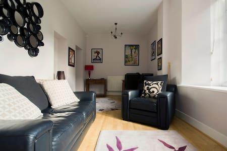 Gorgeous listed 2 Bed/bath Apt. - Abergavenny - Wohnung