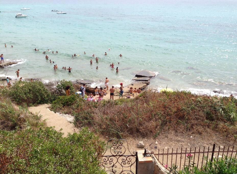 Accesso diretto al mare dalla villa.