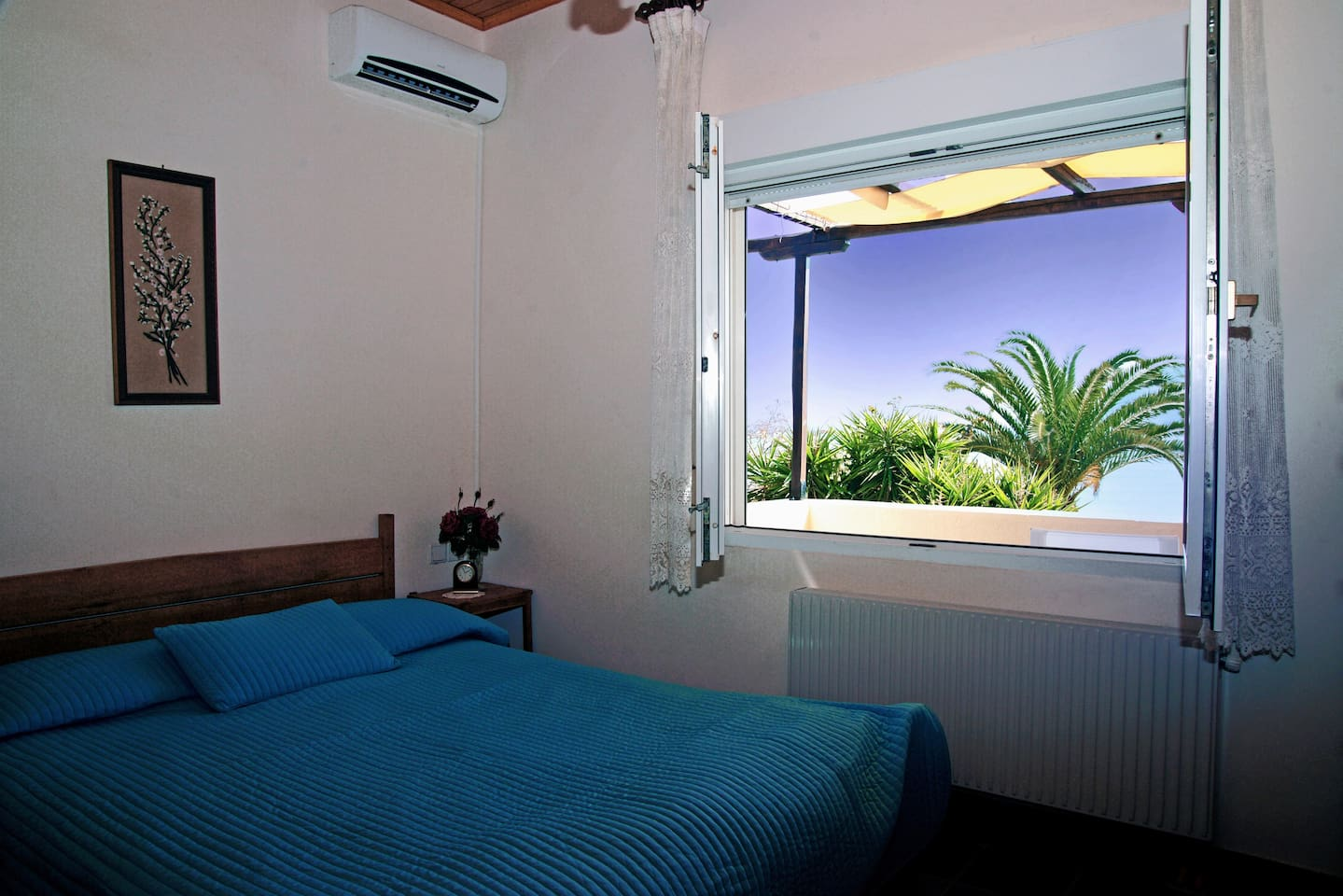 The walnut hand made queen size bed, with the majestic view of the beach