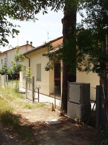 little villa in quiet place - Cervia - House