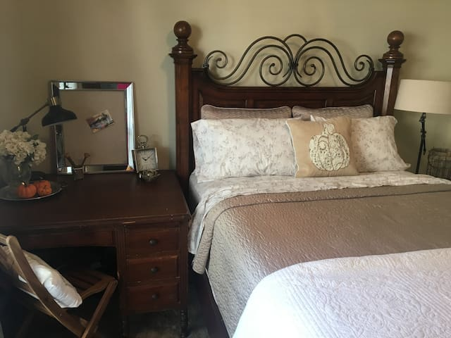 PRIVATE Bed & Bath by Katy Trail! WiFi/Pool/Gym!