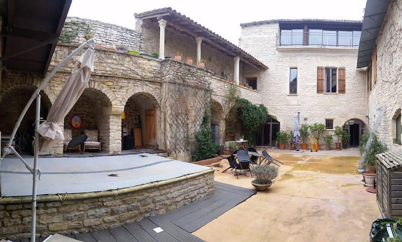 Grand appartement dans demeure XVIIème siècle - Calvisson - Apartemen