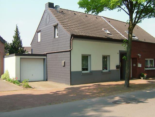 das kleine Haus am See - Nettetal - บ้าน