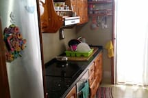 near sea single bedroom availeble in 3 bedroom apt