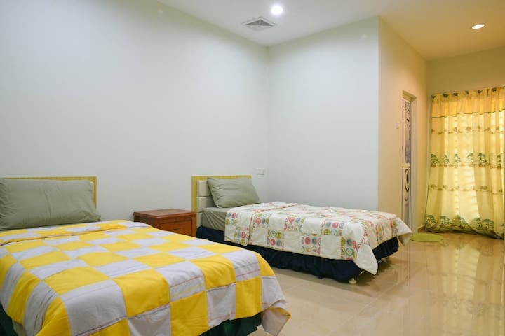 Suite - 2 bedroom & a living rm M'cca
