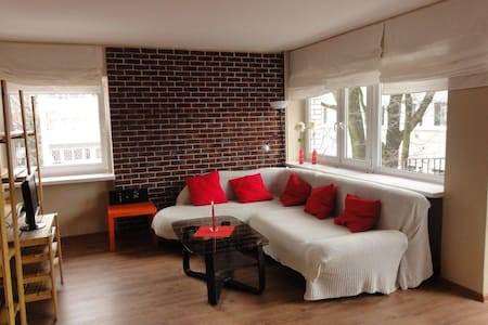 Cosy apartament on green Żoliborz - 華沙