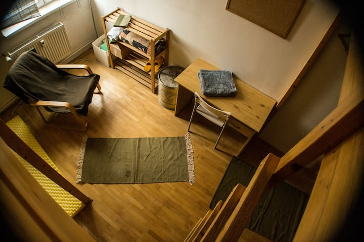 Friendly base camp close to metro and cemetery :) - Praag - Appartement
