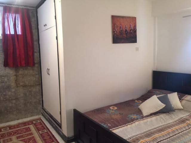 chambre à petit prix pour deux personnes avec son sdb. bedroom for smal price with own bathroom
