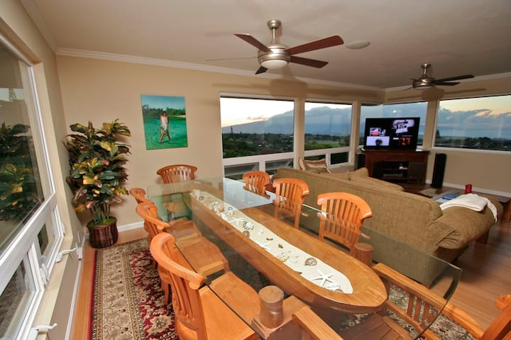 1095 Pookela - Luxurious w/Panoramic Ocean Views!