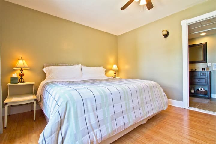 King size bed, private bath, gourmet breakfast