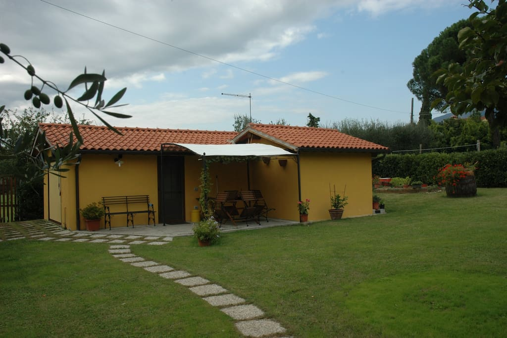 La casina in the green tuscan houses for rent in for Rent a house in tuscany