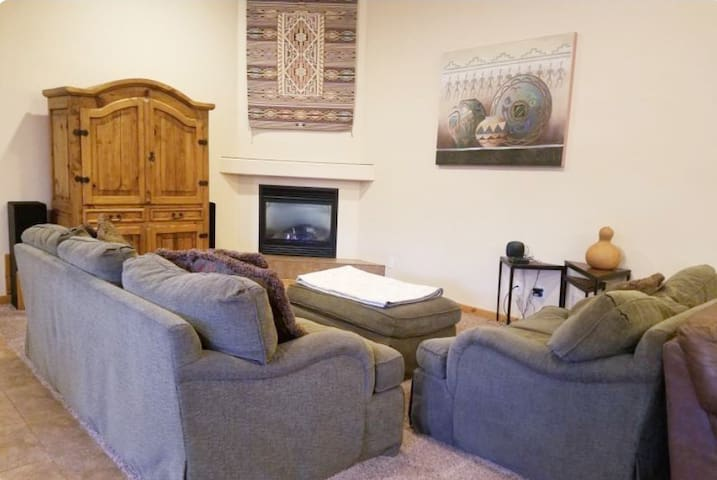 ~Cottonwood Condo 439~ Downtown Moab