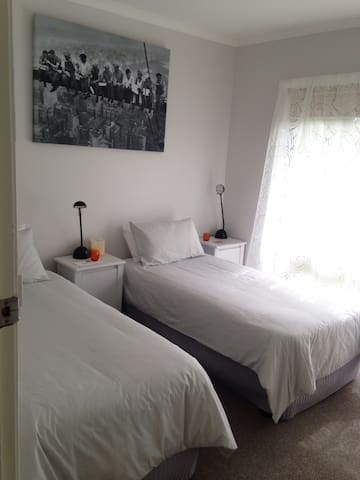 Twin/King Room - Newly Refurbished - Benalla - Casa