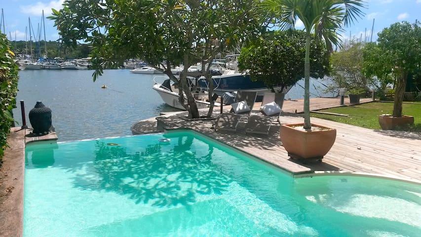 Villa Lagon bleu  piscine ponton privé accès mer - Pointe-à-Pitre - Vila