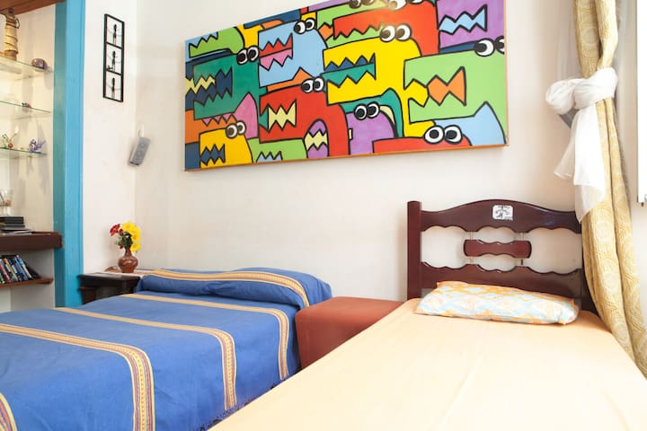 Room in house with Family free Wifi - Salvador - Haus