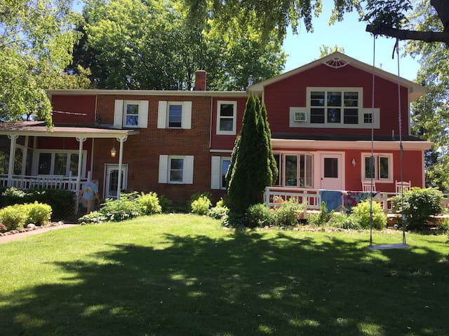 Country living with an urban feel Farmhouse
